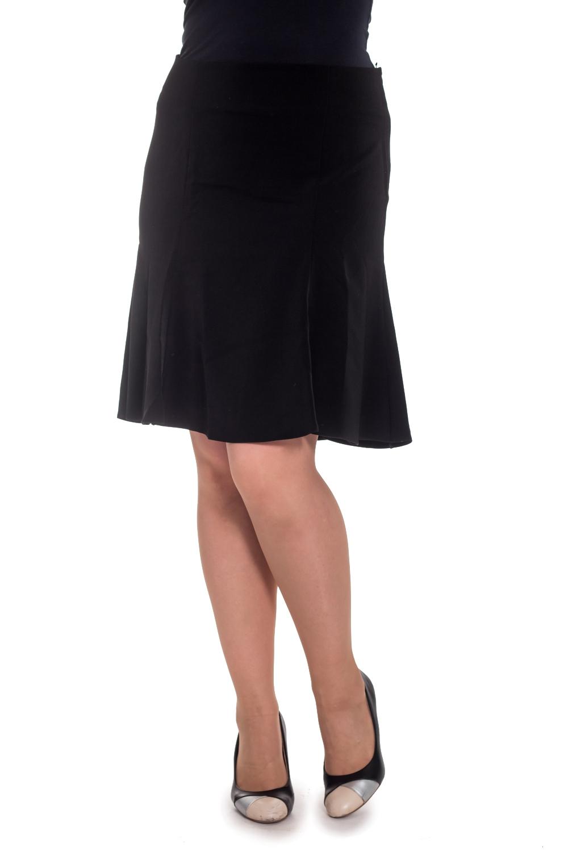ЮбкаЮбки<br>Эта эффектная юбка в деловом стиле станет незаменимым элементом в гардеробе современных бизнес-леди. Ее однотонная серая расцветка и длина до колена придадут женскому образу нотку официальности и строгости, а оригинальный крой подчеркнет в женщине индивидуальность и харизму. Наиболее гармонично такая модель будет смотреться с однотонной классической блузкой и обувью на каблуке. В этой юбке каждая женщина приобретет еще больше уверенности в себе и привлекательности.   Цвет: черный  Рост девушки-фотомодели 180 см.<br><br>По длине: До колена<br>По материалу: Костюмные ткани,Тканевые<br>По рисунку: Однотонные<br>По сезону: Всесезон,Зима,Лето,Осень,Весна<br>По силуэту: Приталенные<br>По стилю: Классический стиль,Офисный стиль,Повседневный стиль<br>По форме: Юбка-годе<br>Размер : 48<br>Материал: Плательная ткань<br>Количество в наличии: 2