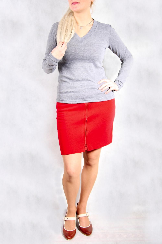 ЮбкаЮбки<br>Однотонная юбка с застежкой quot;молнияquot;. Отличный выбор для любого случая.  Цвет: красный  Ростовка изделия 170 см.<br><br>По длине: До колена<br>По материалу: Трикотаж,Хлопок<br>По рисунку: Однотонные<br>По силуэту: Полуприталенные<br>По стилю: Повседневный стиль<br>По элементам: С карманами,С отделочной фурнитурой<br>По сезону: Зима<br>Размер : 40,42,44,46,48,50<br>Материал: Трикотаж<br>Количество в наличии: 14