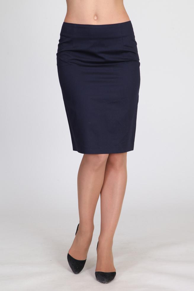 ЮбкаЮбки<br>Классическая женская юбка-карандаш для весенне-летнего сезона со шлицей сзади. Изделие выполнено на трикотажной подкладке. Длина - чуть ниже колена.  Цвет: синий  Ростовка изделия 170 см.<br><br>По длине: Ниже колена<br>По материалу: Костюмные ткани,Хлопок<br>По рисунку: Однотонные<br>По силуэту: Приталенные<br>По стилю: Классический стиль,Офисный стиль,Повседневный стиль<br>По форме: Юбка-карандаш<br>По элементам: С разрезом<br>Разрез: Короткий,Шлица<br>По сезону: Осень,Весна<br>Размер : 46,48,50,52,54,56<br>Материал: Костюмно-плательная ткань<br>Количество в наличии: 6