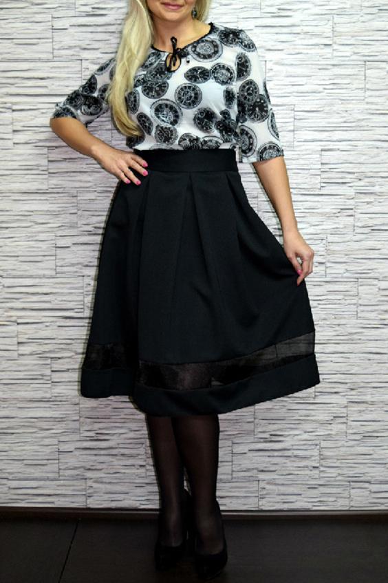 ЮбкаЮбки<br>Универсальная юбка с завышенной талией. Отличный выбор для повседневного гардероба.  Цвет: черный  Рост девушки-фотомодели 170 см<br><br>По длине: Ниже колена<br>По материалу: Костюмные ткани<br>По рисунку: Однотонные<br>По силуэту: Полуприталенные<br>По стилю: Нарядный стиль,Повседневный стиль<br>По элементам: С завышенной талией<br>По сезону: Осень,Весна<br>Размер : 46,48,52<br>Материал: Костюмно-плательная ткань<br>Количество в наличии: 3