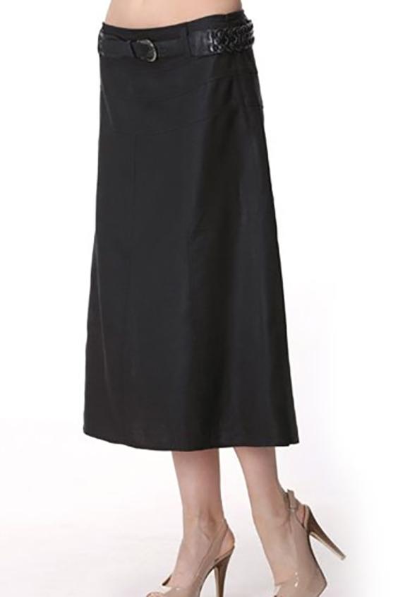 ЮбкаЮбки<br>Женская юбка из плотной костюмной ткани. Отличный выбор для повседневного и делового гардероба. Юбка с поясом.  Цвет: черный<br><br>По длине: Миди<br>По материалу: Тканевые<br>По рисунку: Однотонные<br>По сезону: Весна,Осень<br>По силуэту: Полуприталенные<br>По стилю: Офисный стиль,Повседневный стиль,Классический стиль<br>Размер : 46,48,50<br>Материал: Костюмная ткань<br>Количество в наличии: 7
