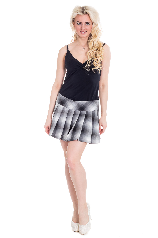 ЮбкаЮбки<br>Чудесная женская юбка - это универсальный предмет одежды, в котором можно пойти как на работу, так и на свидание.  Цвет: светло-серый, темно-серый  Рост девушки-фотомодели 170 см<br><br>По образу: Свидание,Город,Офис<br>По стилю: Классический стиль,Романтический стиль,Кэжуал,Молодежный стиль,Офисный стиль,Винтаж,Повседневный стиль<br>По материалу: Тканевые<br>По рисунку: В полоску,Цветные<br>По сезону: Лето,Всесезон,Осень,Весна,Зима<br>По силуэту: Приталенные<br>По элементам: Со складками,С декором,С фигурным низом<br>По форме: Юбка-солнце<br>По длине: До колена,Мини<br>Размер: 46<br>Материал: 65% вискоза 35% полиэстер<br>Количество в наличии: 1