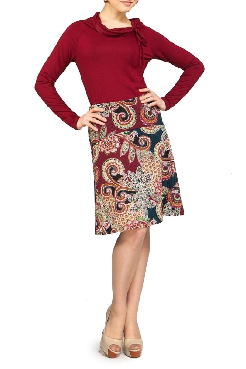 ЮбкаЮбки<br>Красивая юбка-клеш с заниженной линией талии, длиной выше колена, из трикотажа с ярким модным рисунком. Юбка на кокетке с фигурной волнообразной линией притачивания нижней части. Верх юбки на обтачке. Сзади застежка на потайную молнию.   Длина юбки 53 – 58 см  В изделии использованы цвета: красный, синий, зеленый и др.  Ростовка изделия 170 см.  Параметры размеров: 40 размер - обхват груди 80 см., обхват талии 62 см., обхват бедер 88 см. 42 размер - обхват груди 84 см., обхват талии 66 см., обхват бедер 92 см. 44 размер - обхват груди 88 см., обхват талии 70 см., обхват бедер 96 см. 46 размер - обхват груди 92 см., обхват талии 74 см., обхват бедер 100 см. 48 размер - обхват груди 96 см., обхват талии 78 см., обхват бедер 104 см. 50 размер - обхват груди 100 см., обхват талии 82 см., обхват бедер 108 см. 52 размер - обхват груди 104 см., обхват талии 86 см., обхват бедер 112 см. 54 размер - обхват груди 108 см., обхват талии 92 см., обхват бедер 116 см. 56 размер - обхват груди 112 см., обхват талии 97 см., обхват бедер 120 см. 58 размер - обхват груди 116 см., обхват талии 102 см., обхват бедер 124 см. 60 размер - обхват груди 120 см., обхват талии 106 см., обхват бедер 128 см.<br><br>По длине: До колена<br>По материалу: Костюмные ткани,Тканевые<br>По образу: Город,Свидание<br>По рисунку: С принтом,Цветные,Этнические<br>По сезону: Весна,Зима,Лето,Осень,Всесезон<br>По силуэту: Полуприталенные<br>По стилю: Повседневный стиль<br>По форме: Юбка-трапеция<br>Размер : 42,44,46<br>Материал: Костюмная ткань<br>Количество в наличии: 7