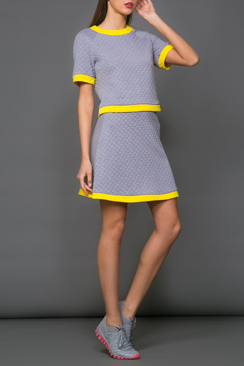 ЮбкаЮбки<br>Ультрамодная юбка трапециевидного силуэта с завышенной талией. Модель выполнена из фактурного трикотажа. Отличный выбор для повседневного гардероба.  В изделии использованы цвета: серый, желтый  Ростовка изделия 170 см.<br><br>По длине: До колена<br>По материалу: Вискоза,Трикотаж<br>По рисунку: Цветные<br>По силуэту: Полуприталенные<br>По стилю: Молодежный стиль,Повседневный стиль,Ультрамодный стиль<br>По форме: Юбка-трапеция<br>По элементам: С заниженной талией<br>По сезону: Осень,Весна<br>Размер : 42,44,46<br>Материал: Трикотаж<br>Количество в наличии: 3
