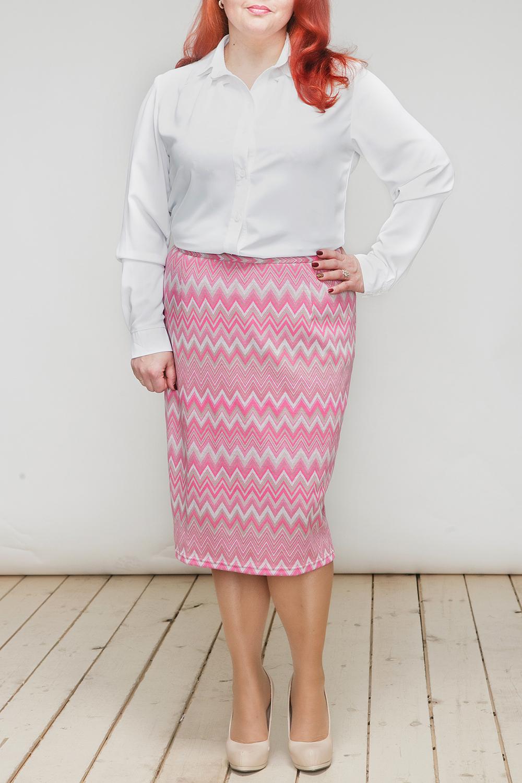 ЮбкаЮбки<br>Цветная юбка с принтом quot;зиг-загquot;. Модель выполнена из эластичного трикотажа. Отличный выбор для любого случая.  В изделии использованы цвета: розовый, белый  Длина изделия по спинке - 65 см.  Рост девушки-фотомодели 164 см.<br><br>По длине: Ниже колена<br>По материалу: Вискоза,Трикотаж<br>По рисунку: В полоску,С принтом,Цветные<br>По сезону: Лето,Осень,Весна<br>По силуэту: Приталенные<br>По стилю: Повседневный стиль,Летний стиль<br>По форме: Юбка-карандаш<br>По элементам: С завышенной талией<br>Размер : 50,52,54<br>Материал: Трикотаж<br>Количество в наличии: 3
