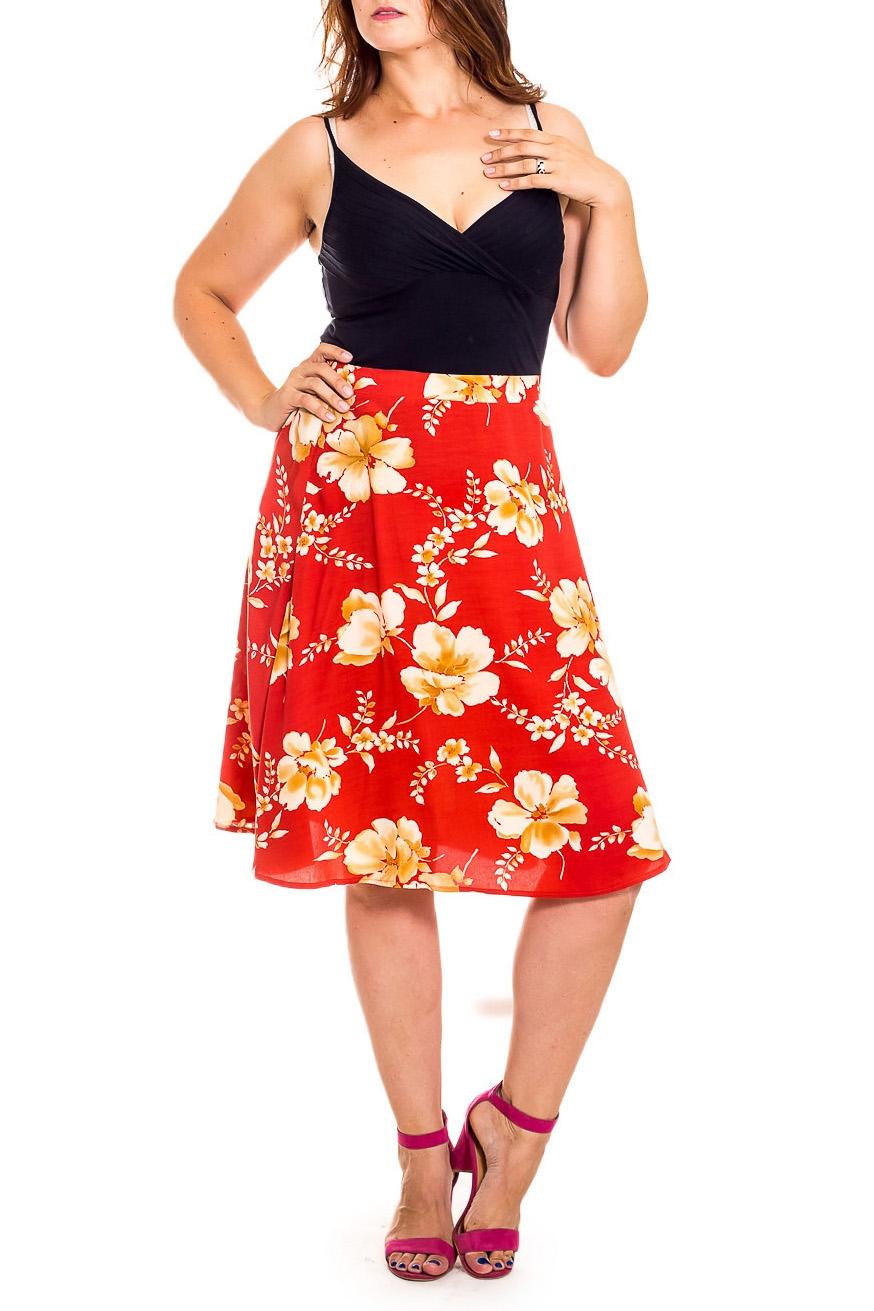 ЮбкаЮбки<br>Эта очаровательная юбка станет прекрасной составляющей Вашего модного гардероба.  В изделии использованы цвета: красный, бежевый и др.  Рост девушки-фотомодели 180 см<br><br>Застежка: С резинкой<br>По длине: Миди,Ниже колена<br>По материалу: Атлас<br>По рисунку: Растительные мотивы,С принтом,Цветные,Цветочные<br>По сезону: Весна,Зима,Лето,Осень,Всесезон<br>По силуэту: Полуприталенные,Свободные<br>По стилю: Винтаж,Летний стиль,Повседневный стиль,Романтический стиль<br>По форме: Юбка-трапеция<br>По элементам: С декором<br>Размер : 50<br>Материал: Плательная ткань<br>Количество в наличии: 1