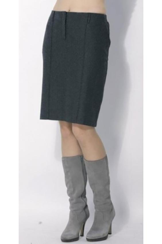 ЮбкаЮбки<br>Женская юбка из плотного материала. Отличный выбор для повседневного и делового гардероба.  Цвет: черный<br><br>По материалу: Тканевые,Шерсть<br>По рисунку: Однотонные<br>По силуэту: Полуприталенные<br>По стилю: Офисный стиль,Повседневный стиль<br>По сезону: Зима<br>По длине: До колена<br>По форме: Юбка-карандаш<br>Размер : 48,50<br>Материал: Костюмно-плательная ткань<br>Количество в наличии: 5