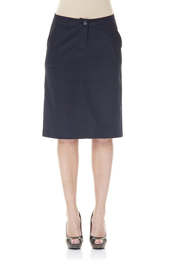 Юбка - ТурцияЮбки<br>Классическая женская юбка. Модель выполнена из приятного материала. Сзади 2 кармана обмана Отличный выбор для повседневного и делового гардероба.  Цвет: синий  Ростовка изделия 170 см.<br><br>По образу: Город,Офис<br>По стилю: Офисный стиль,Повседневный стиль,Классический стиль<br>По материалу: Тканевые,Хлопок<br>По рисунку: Однотонные<br>По сезону: Осень,Весна<br>По силуэту: Полуприталенные<br>По длине: До колена<br>Размер: 44,46,48,50,52<br>Материал: 60% хлопок 35% полиэстер 5% эластан<br>Количество в наличии: 5
