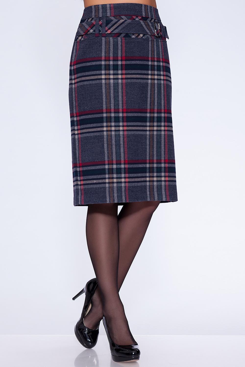 ЮбкаЮбки<br>Юбка прямого силуэта, на подкладке с обтачным поясом. Застежка расположена сзади по среднему шву на потайную тесьму молнию. Модель украшена сложной кокеткой, состоящей из двух частей, на которой расположены шлёвки, с закрепленным в них декоративным поясом на металлической пряжке. Красивое сочетание клеток, расположенных по прямой и по кассой, делают юбку интересной как для молодежи так и для женщин среднего возраста.  Длина изделия около 65 см.  В изделии использованы цвета: темно-синий, красный,  коричневый и др.  Ростовка изделия 170 см.  Параметры размеров: 40 размер - обхват груди 84 см., обхват талии 62 см., обхват бедер 88 см. 42 размер - обхват груди 88 см., обхват талии 66 см., обхват бедер 92 см. 44 размер - обхват груди 92 см., обхват талии 70 см., обхват бедер 96 см. 46 размер - обхват груди 96 см., обхват талии 74 см., обхват бедер 100 см. 48 размер - обхват груди 100 см., обхват талии 78 см., обхват бедер 104 см. 50 размер - обхват груди 104 см., обхват талии 82 см., обхват бедер 108 см. 52 размер - обхват груди 108 см., обхват талии 86 см., обхват бедер 112 см. 54 размер - обхват груди 112 см., обхват талии 90 см., обхват бедер 116 см. 56 размер - обхват груди 116 см., обхват талии 94 см., обхват бедер 120 см. 58 размер - обхват груди 120 см., обхват талии 100 см., обхват бедер 126 см. 60 размер - обхват груди 124 см., обхват талии 105 см., обхват бедер 131 см. 62 размер - обхват груди 128 см., обхват талии 110 см., обхват бедер 136 см. 64 размер - обхват груди 132 см., обхват талии 115 см., обхват бедер 141 см. 66 размер - обхват груди 136 см., обхват талии 120 см., обхват бедер 146 см.<br><br>По длине: Ниже колена<br>По материалу: Костюмные ткани,Тканевые<br>По рисунку: В клетку,С принтом,Цветные<br>По сезону: Весна,Зима,Лето,Осень,Всесезон<br>По силуэту: Приталенные<br>По стилю: Классический стиль,Офисный стиль,Повседневный стиль<br>По форме: Юбка-карандаш<br>По элементам: С декором,С подкладом<br>Размер : 54,56<br>Материал: Костюмная тк