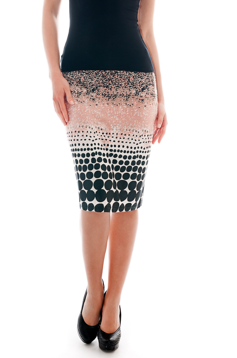 ЮбкаЮбки<br>Красивая юбка обтягивающего силуэта. Модель выполнена из приятного трикотажа. Отличный выбор для повседневного гардероба.  Параметры изделия:  42 размер(на 40): ширина талии 26см, ширина бедер 43см, длина изделия 54см;  54 размер(на 52): ширина талии 38см, ширина бедер 55,5см, длина изделия 61см.  В изделии использованы цвета: розовый, черный, белый  Рост девушки-фотомодели 175 см.<br><br>По длине: Ниже колена<br>По материалу: Трикотаж<br>По рисунку: В горошек,С принтом,Цветные<br>По силуэту: Приталенные<br>По стилю: Повседневный стиль<br>По форме: Юбка-карандаш<br>По сезону: Осень,Весна<br>Размер : 40<br>Материал: Холодное масло<br>Количество в наличии: 1