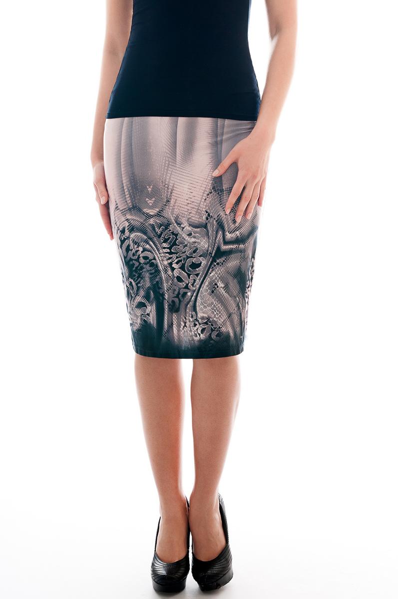 ЮбкаЮбки<br>Красивая юбка обтягивающего силуэта. Модель выполнена из приятного трикотажа. Отличный выбор для повседневного гардероба.  Параметры изделия:  42 размер(на 40): ширина талии 26см, ширина бедер 43см, длина изделия 54см;  54 размер(на 52): ширина талии 38см, ширина бедер 55,5см, длина изделия 61см.  В изделии использованы цвета: серо-розовый  Рост девушки-фотомодели 175 см.<br><br>По длине: Ниже колена<br>По материалу: Трикотаж<br>По рисунку: С принтом,Цветные,Рептилия<br>По силуэту: Приталенные<br>По стилю: Повседневный стиль<br>По форме: Юбка-карандаш<br>По сезону: Осень,Весна<br>Размер : 40,42<br>Материал: Холодное масло<br>Количество в наличии: 2