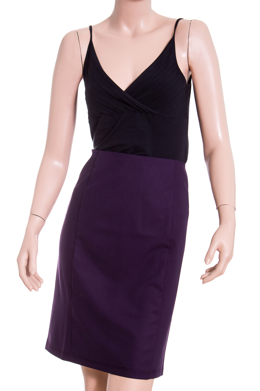 ЮбкаЮбки<br>Классическая женская юбка - это универсальный предмет одежды, в котором можно пойти как на работу, так и на свидание. Юбка женская прямого силуэта. Заднее полотнище юбки со средним швом. В среднем шве заднего полотнища юбки - застежка на тесьму молния.  Цвет: фиолетовый  Рост девушки-фотомодели 180 см<br><br>Застежка: С молнией<br>По длине: До колена<br>По материалу: Трикотаж<br>По рисунку: Однотонные<br>По сезону: Весна,Зима,Лето,Осень,Всесезон<br>По силуэту: Полуприталенные<br>По стилю: Классический стиль,Офисный стиль,Повседневный стиль<br>По форме: Юбка-карандаш<br>Разрез: Короткий<br>Размер : 48<br>Материал: Трикотаж<br>Количество в наличии: 1