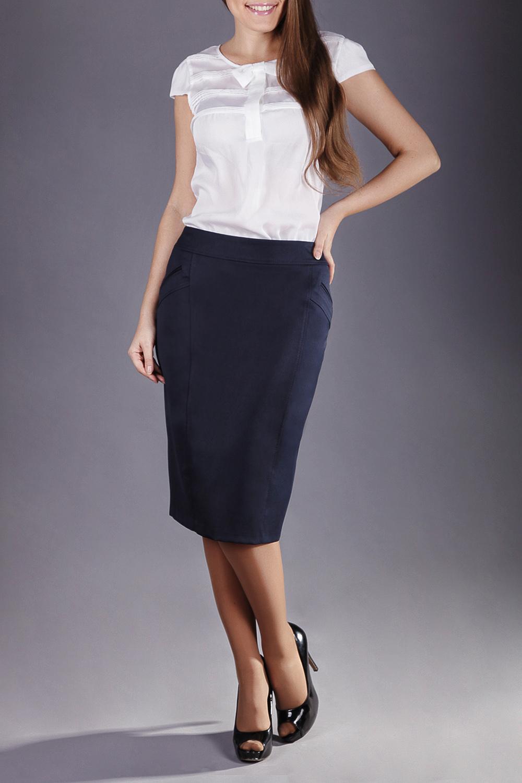 ЮбкаЮбки<br>Женская юбка прямого силуэта, на подкладке с обтачным поясом, застежка расположена сзади по среднему шву на потайную тесьму молнию. Прекрасный вариант, для офисной работы и праздника, расположенные спереди в рамку карманы, передние рельефы декорированные отстрочками, все это позволит не только великолепно выглядеть, но и одновременно быть строгой и изысканной.  Цвет: синий  Длина юбки 65 см.  Ростовка изделия 170 см.<br><br>По длине: Ниже колена<br>По материалу: Вискоза,Тканевые<br>По рисунку: Однотонные<br>По силуэту: Полуприталенные<br>По стилю: Классический стиль,Офисный стиль,Повседневный стиль<br>По форме: Юбка-карандаш,Юбка-солнце<br>По элементам: С разрезом<br>Разрез: Шлица<br>По сезону: Осень,Весна,Зима,Лето,Всесезон<br>Размер : 48,50,52<br>Материал: Костюмно-плательная ткань<br>Количество в наличии: 4