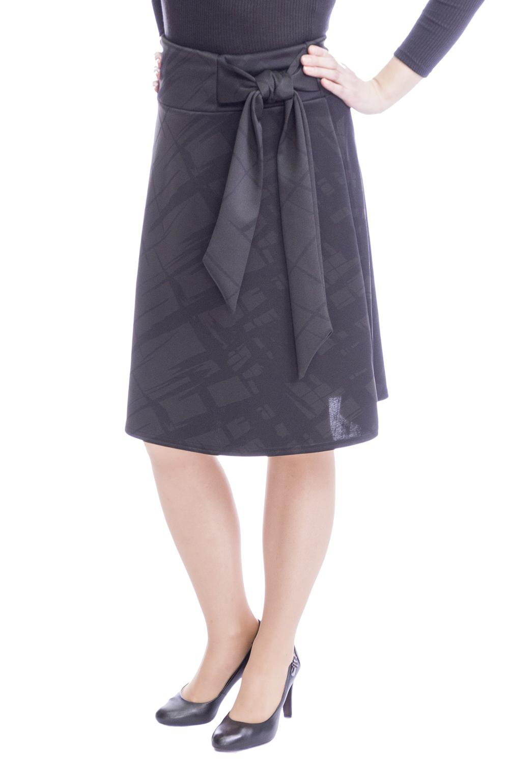 ЮбкаЮбки<br>Красивая юбка трапециевидного силуэта. Наличие эластана в составе ткани обеспечивает свободу движений. Отличный выбор для повседневного и делового гардероба. Ткань - плотный трикотаж, характеризующийся эластичностью, растяжимостью и мягкостью.  Цвет: черный  Рост девушки-фотомодели 170 см.<br><br>По длине: Ниже колена<br>По материалу: Вискоза,Трикотаж<br>По рисунку: Однотонные,С принтом<br>По силуэту: Полуприталенные<br>По стилю: Офисный стиль,Повседневный стиль<br>По форме: Юбка-трапеция<br>По элементам: С декором<br>По сезону: Осень,Весна<br>Размер : 46,48,50,52,54<br>Материал: Джерси<br>Количество в наличии: 14
