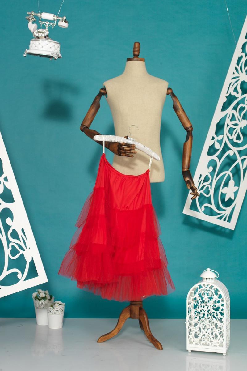 ПодъюбникЮбки<br>Подъюбник - это изделие надеваемое под юбку или платье, так они лучше сидят, держат форму. Если юбка из прозрачной ткани, подъюбник решает проблему просвечивания. Если это трикотаж, то подъюбник позволяет юбке не растягиваться. Если юбка длинная, а ткань шероховатая, то скользкий подъюбник поможет не задираться юбке при ходьбе. Для пышных платьев подъюбники многослойные, чтобы придать объем.<br><br>По длине: До колена<br>По материалу: Гипюровая сетка,Хлопок<br>По рисунку: Однотонные<br>По сезону: Весна,Зима,Лето,Осень,Всесезон<br>По силуэту: Приталенные<br>По стилю: Нарядный стиль<br>По форме: Юбка-трапеция<br>По элементам: С воланами и рюшами<br>Размер : 42,44,48<br>Материал: Хлопок + Гипюровая сетка<br>Количество в наличии: 3