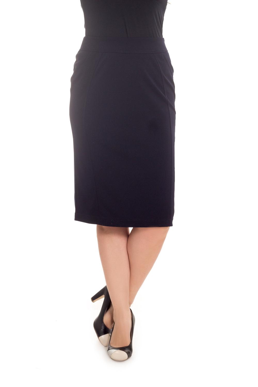 ЮбкаЮбки<br>Классическая женская юбка длиной ниже колена. Модель выполнена из приятного материала. Отличный выбор для повседневного и делового гардероба.  Цвет: темно-синий  Рост девушки-фотомодели 180 см<br><br>По длине: Ниже колена<br>По материалу: Вискоза,Трикотаж<br>По рисунку: Однотонные<br>По силуэту: Приталенные<br>По стилю: Классический стиль,Офисный стиль,Повседневный стиль<br>По форме: Юбка-карандаш<br>По элементам: С разрезом<br>Разрез: Короткий,Шлица<br>По сезону: Осень,Весна<br>Размер : 48,50,52,54,58,64,66,68,70<br>Материал: Трикотаж<br>Количество в наличии: 14