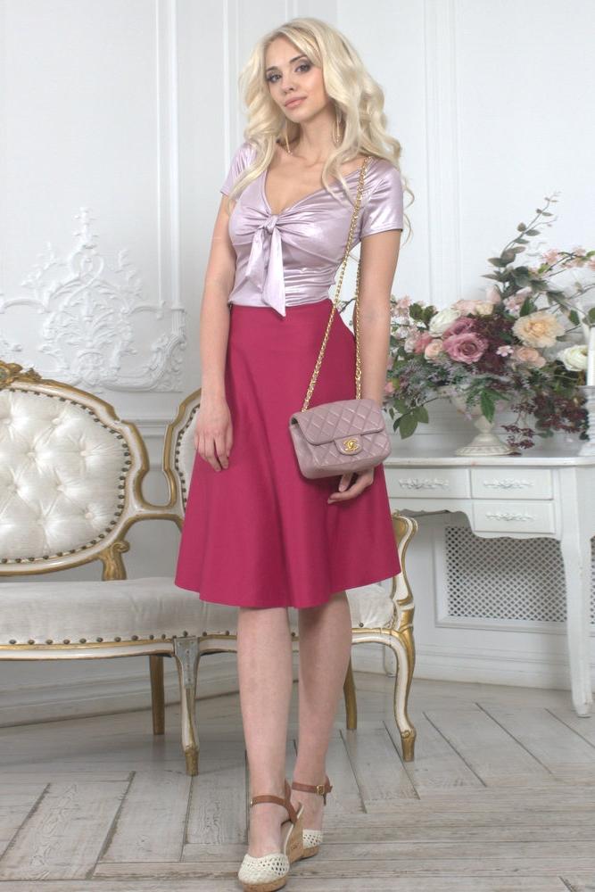 ЮбкаЮбки<br>Расклешенная юбка из плотного трикотажного полотна с эластаном.Талия на резинке. Юбка выкроена по косой, что обеспечивает красивую драпировку. Длина изделия 60 см. В летнем сезоне расклешенная юбка длиной ниже колена сверхпопулярна Яркая и эффектная модель визуально вытягивает фигуру, делая ее стройнее.   Цвет: красно-розовый<br><br>По длине: Ниже колена<br>По материалу: Трикотаж<br>По рисунку: Однотонные<br>По сезону: Весна,Зима,Лето,Осень,Всесезон<br>По силуэту: Полуприталенные<br>По форме: Юбка-трапеция<br>По элементам: С завышенной талией<br>По стилю: Повседневный стиль<br>Размер : 42,46<br>Материал: Трикотаж<br>Количество в наличии: 2