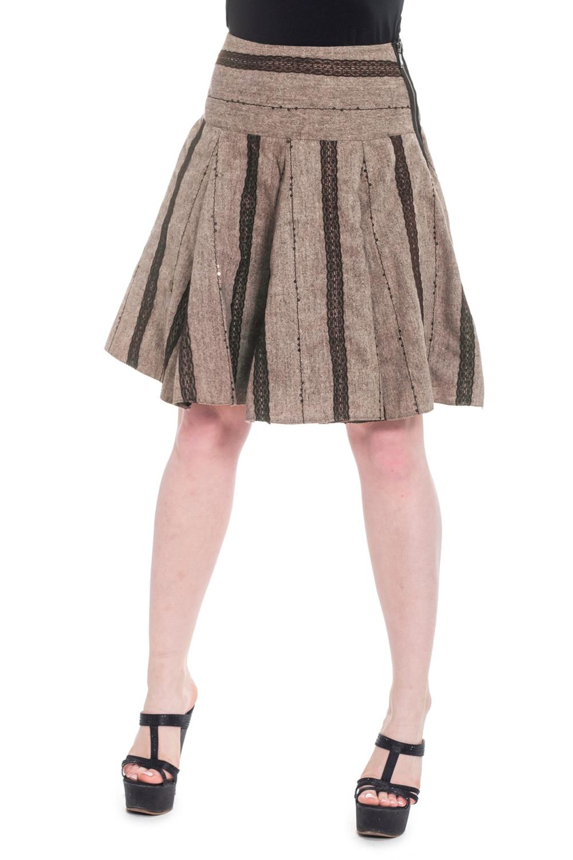 ЮбкаЮбки<br>Очаровательная женская юбка с застежкой - молния. Подклад.  Цвет: бежевый, коричневый.  Рост девушки-фотомодели 170 см.<br><br>По образу: Свидание,Город,Офис<br>По стилю: Кэжуал,Офисный стиль,Повседневный стиль<br>По материалу: Костюмные ткани,Тканевые<br>По рисунку: В полоску,Цветные<br>По сезону: Лето,Осень,Всесезон,Весна,Зима<br>По силуэту: Приталенные,Свободные<br>По элементам: С молнией,С отделочной фурнитурой,С декором<br>По форме: Юбка-солнце<br>По длине: До колена<br>Размер: 44,46,48<br>Материал: 70% вискоза 25% шерсть 5% район<br>Количество в наличии: 3
