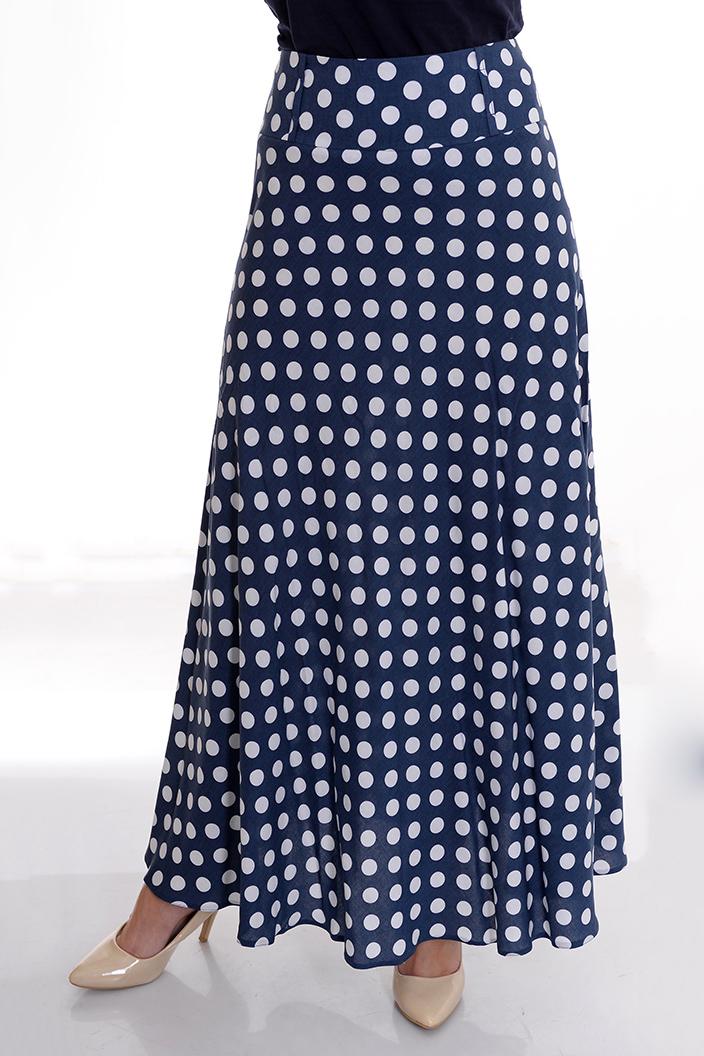 ЮбкаЮбки<br>Прекрасная юбка макси. Модель выполнена из приятного материала. Отличный выбор для повседневного гардероба.   По задумке дизайнера передняя часть удлиненная. При желании удлинённую часть можно повернуть на бок или назад.   Цвет: синий, белый.  Рост девушки-фотомодели 170 см<br><br>По длине: Макси<br>По материалу: Тканевые<br>По образу: Город,Круиз,Свидание<br>По рисунку: В горошек,С принтом,Цветные<br>По силуэту: Полуприталенные,Свободные<br>По стилю: Повседневный стиль<br>По форме: Юбка-солнце<br>По сезону: Лето<br>Размер : 42,44,46<br>Материал: Плательная ткань<br>Количество в наличии: 3