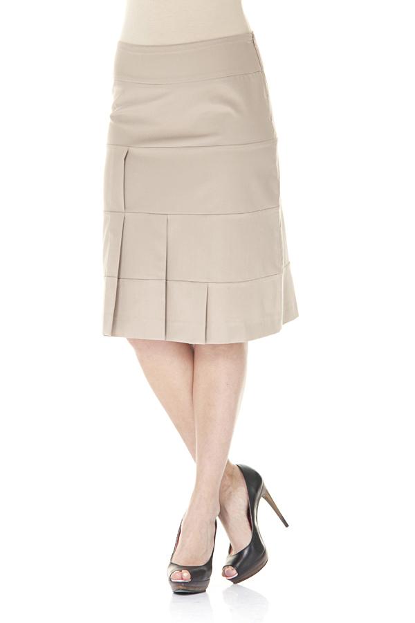 ЮбкаЮбки<br>Однотонная женская юбка. Модель выполнена из приятного материала. Отличный выбор для повседневного и делового гардероба.  Цвет: бежевый  Ростовка изделия 170 см.<br><br>Длина: До колена<br>Материал: Тканевые,Хлопок<br>Рисунок: Однотонные<br>Сезон: Лето<br>Силуэт: Полуприталенные<br>Стиль: Офисный стиль,Повседневный стиль<br>Элементы: Со складками<br>Размер : 44,46,50<br>Материал: Костюмная ткань<br>Количество в наличии: 3