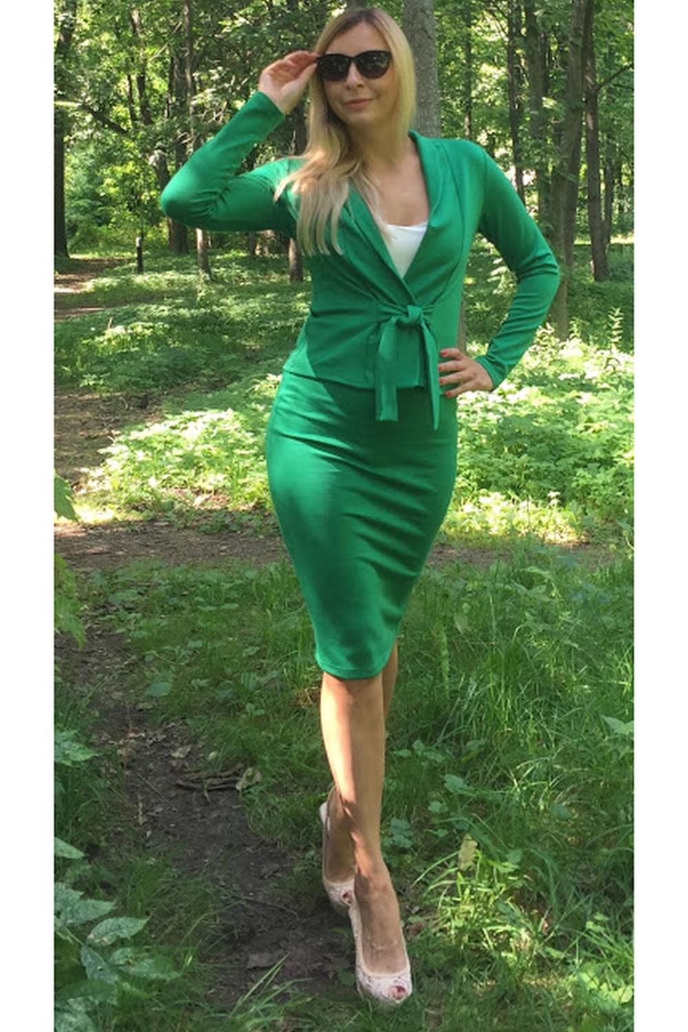 ЮбкаЮбки<br>Элегантная юбка-карандаш на каждый день из плотного джерси, пояс с резинкой. Модель выглядит эффектно и позволяет создавать интересные образы, в зависимости от настроения, а также вытягивает силуэт и стройнит её обладательницу.  Длина юбки от 61 см до 64 см, в зависимости от размера изделия.  Цвет: зеленый  Рост девушки-фотомодели 175 см<br><br>По длине: До колена<br>По материалу: Трикотаж<br>По образу: Город,Офис,Свидание<br>По рисунку: Однотонные<br>По силуэту: Обтягивающие<br>По стилю: Классический стиль,Офисный стиль,Повседневный стиль<br>По форме: Юбка-карандаш<br>По сезону: Осень,Весна<br>Размер : 44<br>Материал: Трикотаж<br>Количество в наличии: 1