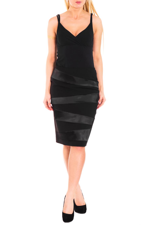ЮбкаЮбки<br>Красивая женская юбка из плотной костюмной ткани. Отличный выбор для повседневного и делового гардероба.  Цвет: черный  Рост девушки-фотомодели 170 см<br><br>По длине: Ниже колена<br>По материалу: Костюмные ткани,Тканевые<br>По рисунку: Однотонные<br>По силуэту: Полуприталенные<br>По стилю: Классический стиль,Нарядный стиль,Офисный стиль,Повседневный стиль<br>По форме: Юбка-карандаш<br>По элементам: С декором,С разрезом<br>Разрез: Короткий<br>По сезону: Осень,Весна<br>Размер : 50<br>Материал: Костюмно-плательная ткань<br>Количество в наличии: 1