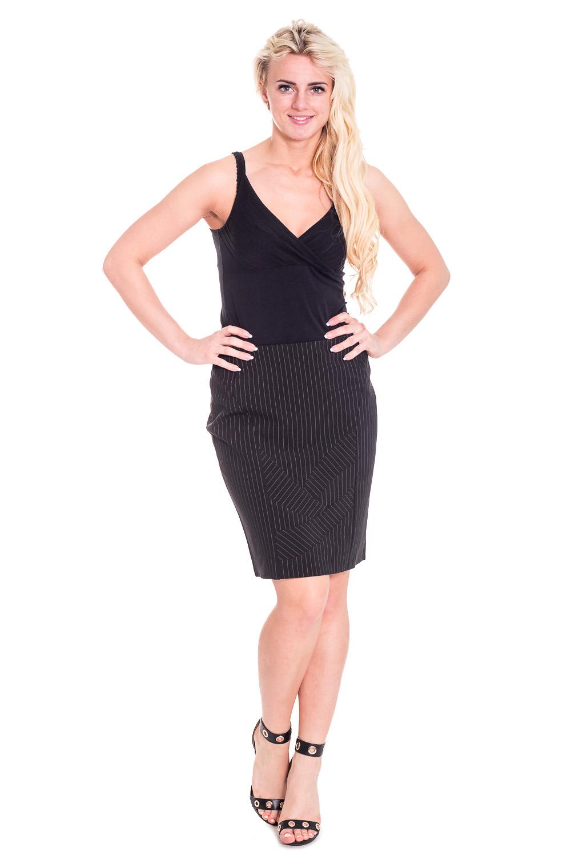 ЮбкаЮбки<br>Красивая юбка из плотного материала. Отличный выбор для повседневного гардероба.  Цвет: черный  Рост девушки-фотомодели 170 см.<br><br>По материалу: Тканевые<br>По образу: Город<br>По рисунку: Однотонные<br>По сезону: Весна,Осень<br>По силуэту: Полуприталенные<br>По стилю: Повседневный стиль<br>По форме: Юбка-карандаш<br>По элементам: С завышенной талией,С разрезом<br>Разрез: Короткий<br>По длине: До колена<br>Размер : 46<br>Материал: Костюмная ткань<br>Количество в наличии: 1