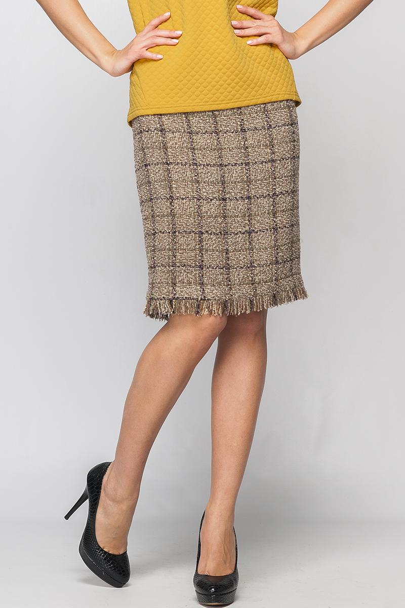 ЮбкаЮбки<br>Прямая юбка, без пояса на кокетке. По заднему полотнищу юбки металлическая молния по всей длине. Длиной до колена.   Параметры изделия:  44 размер: обхват талии - 76 см, обхват бедер - 96 см, длина изделия - 53 см (с бахромой);  52 размер: обхват талии - 90 см, обхват бедер - 112 см, длина изделия - 58 см (с бахромой).  Цвет: бежевый, коричневый  Рост девушки-фотомодели 170 см<br><br>По длине: До колена<br>По материалу: Трикотаж<br>По образу: Город,Офис,Свидание<br>По рисунку: Геометрия,С принтом,Цветные,В клетку<br>По силуэту: Полуприталенные<br>По стилю: Повседневный стиль<br>По элементам: С декором<br>По сезону: Осень,Весна<br>Застежка: С молнией<br>Размер : 40,42,44<br>Материал: Трикотаж<br>Количество в наличии: 3