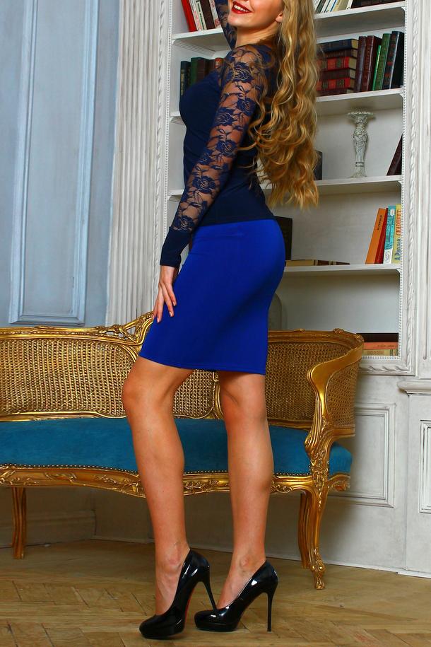 ЮбкаЮбки<br>Элегантная юбка-карандаш на каждый день из трикотажного полотна, пояс с резинкой. Модель эффектно подчеркнет женственные формы. Восхитительная юбка всех превратит в королеву красоты  Длина юбки 50 см.   В изделии использованы цвета: синий  Рост девушки-фотомодели 175 см.<br><br>По длине: До колена<br>По материалу: Вискоза,Трикотаж<br>По рисунку: Однотонные<br>По сезону: Весна,Зима,Лето,Осень,Всесезон<br>По силуэту: Приталенные<br>По стилю: Кэжуал,Офисный стиль,Повседневный стиль<br>По форме: Юбка-карандаш<br>Размер : 44,50<br>Материал: Трикотаж<br>Количество в наличии: 2