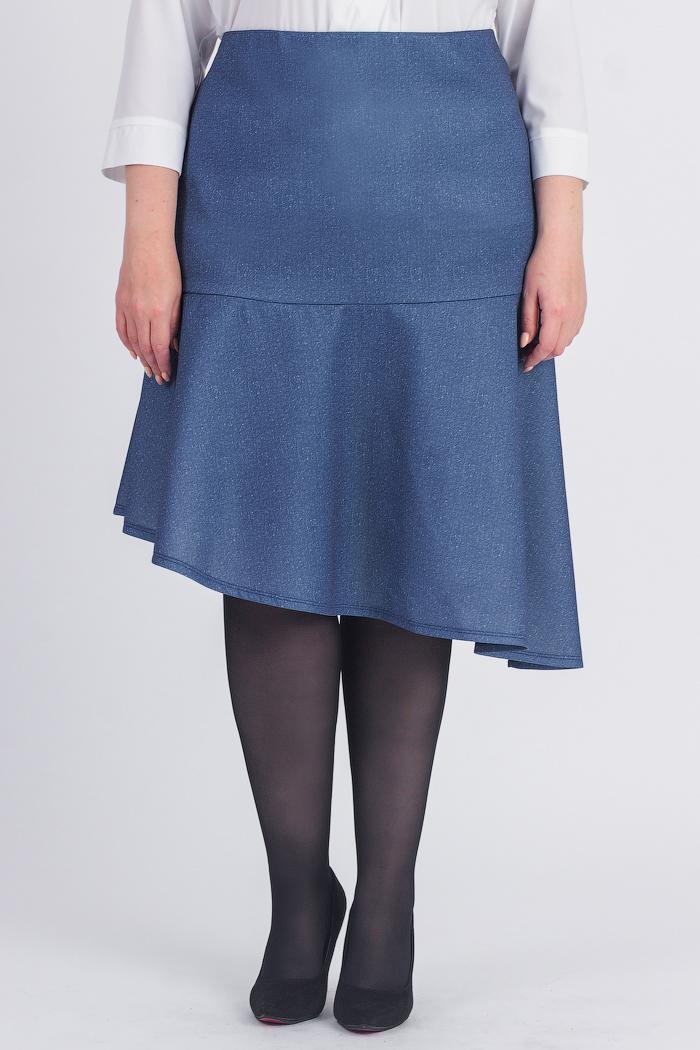 ЮбкаЮбки<br>Оригинальная женская юбка с асимметричным низом. Модель станет идеальным дополнением к Вашему изысканному гардеробу.  Юбка силуэта трапеция с широким, асимметричным воланом по низу. На спинке средний шов с молнией. Верхний срез обработан обтачкой.  Цвет: синий джинсовый.  Рост девушки-фотомодели 178 см  Длина по спинке изделия - 67 ± 2 см<br><br>По длине: Ниже колена<br>По материалу: Трикотаж<br>По рисунку: Однотонные<br>По сезону: Весна,Зима,Лето,Осень,Всесезон<br>По силуэту: Полуприталенные<br>По стилю: Повседневный стиль,Романтический стиль<br>По элементам: С воланами и рюшами,С декором,С фигурным низом<br>Застежка: С молнией<br>Размер : 58,60,62,64,66,68<br>Материал: Трикотаж<br>Количество в наличии: 28