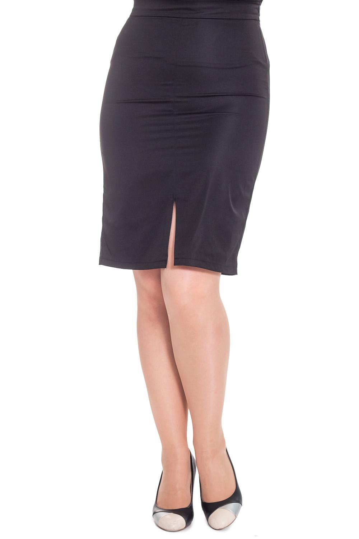 ЮбкаЮбки<br>Классическая юбка, зауженная к низу. На переде средний шов с разрезом. На спинке вытачки. На поясе, с молнией в боковом шве.  Цвет: черный.  Рост девушки-фотомодели 180 см  Длина изделия - 65 ± 2 см<br><br>По длине: Ниже колена<br>По материалу: Костюмные ткани,Тканевые<br>По рисунку: Однотонные<br>По сезону: Весна,Зима,Лето,Осень,Всесезон<br>По силуэту: Полуприталенные,Прямые<br>По стилю: Классический стиль,Кэжуал,Офисный стиль,Повседневный стиль<br>По форме: Юбка-карандаш<br>По элементам: С разрезом<br>Разрез: Короткий<br>Застежка: С молнией<br>Размер : 52,56<br>Материал: Костюмно-плательная ткань<br>Количество в наличии: 2