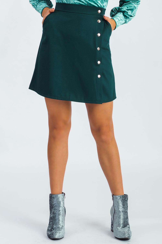 ЮбкаЮбки<br>Очаровательная юбка классического кроя, декорированная стальными кнопками, станет незаменимым аксессуаром в вашем гардеробе. Побалуйте себя стильными изделиями из коллекции JATRAW RUSH.  Юбка силуэта трапеция, на поясе, со смещенной застежкой на кнопки. Карманы с отрезным бочком.  Цвет: темно-зеленый.  Рост девушки-фотомодели 180 см  Длина изделия: 40 размер - 43 ± 2 см 42 размер - 43 ± 2 см 44 размер - 43 ± 2 см 46 размер - 43 ± 2 см 48 размер - 47 ± 2 см 50 размер - 47 ± 2 см 52 размер - 47 ± 2 см<br><br>По длине: До колена<br>По материалу: Костюмные ткани<br>По рисунку: Однотонные<br>По сезону: Весна,Зима,Лето,Осень,Всесезон<br>По силуэту: Полуприталенные<br>По стилю: Классический стиль,Кэжуал,Молодежный стиль,Офисный стиль,Повседневный стиль,Ультрамодный стиль<br>По форме: Юбка-колокол<br>По элементам: С декором,С кнопками,С отделочной фурнитурой<br>Размер : 42,44,46,48,50,52<br>Материал: Костюмная ткань<br>Количество в наличии: 25