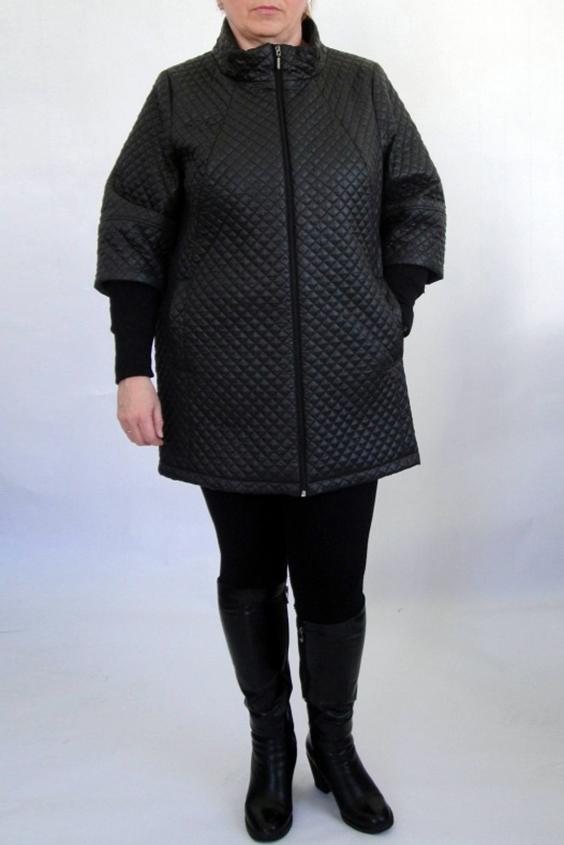 КурткаКуртки<br>Женская куртка со стоячим воротником, застежка центральная на «молнию», карман-листочка в рельефе, рукав втачной полной длины с трикотажной манжетой. Силуэт прямой. Подклад 100 % полиэстер.  Длина изделия 84 см.  Цвет: черный  Ростовка 164 см.<br><br>Воротник: Стойка<br>Застежка: С молнией<br>По материалу: Плащевая ткань<br>По рисунку: Однотонные,Фактурный рисунок<br>По силуэту: Полуприталенные<br>По стилю: Повседневный стиль<br>По элементам: Отделка строчкой,С карманами<br>Рукав: Рукав три четверти<br>По сезону: Осень,Весна<br>По длине: Средней длины<br>Размер : 50,54,58,60<br>Материал: Болонья<br>Количество в наличии: 4