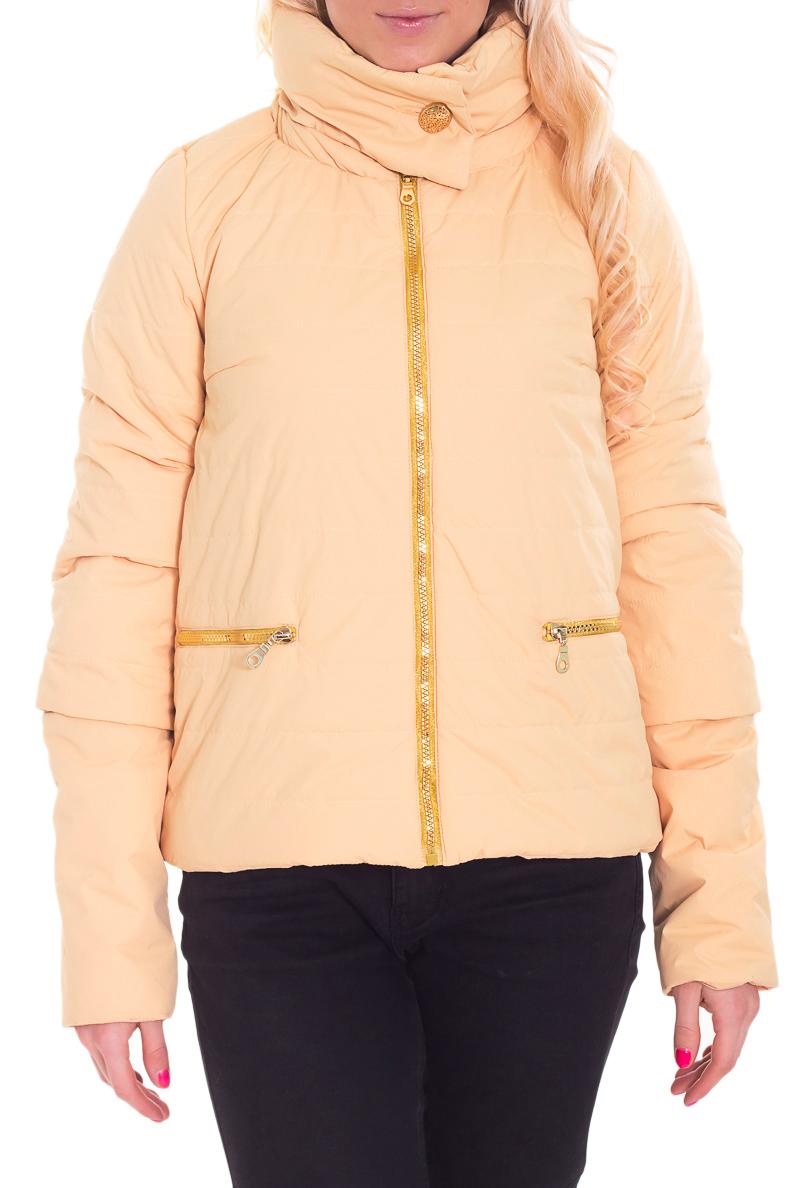 КурткаКуртки<br>Молодежная куртка с отстегивающимися рукавами. Модель выполнена из плотной болоньи. Отличный выбор для повседневного гардероба.  В изделии использованы цвета: бежевый  Рост девушки-фотомодели 170 см.<br><br>Воротник: Стойка<br>Застежка: С молнией<br>По длине: Короткие<br>По материалу: Плащевая ткань<br>По рисунку: Однотонные<br>По силуэту: Полуприталенные<br>По стилю: Кэжуал,Молодежный стиль,Повседневный стиль<br>По элементам: С карманами,С отделочной фурнитурой<br>Рукав: Длинный рукав,Рукав три четверти<br>По сезону: Осень,Весна<br>Размер : 40,42,44,46,48<br>Материал: Болонья<br>Количество в наличии: 5