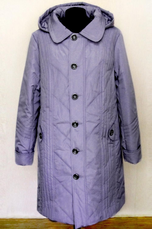 КурткаКуртки<br>Демисезонная курточка со стояче-отложным воротником, застежкой на пуговицы и капюшоном. Модель выполнена из плотной болони. Отличный выбор для повседневного гардероба. Ростовка изделия 170 см.  Цвет: лавандовый  Температурный режим: до -10 градусов.<br><br>Воротник: Стояче-отложной<br>Застежка: С пуговицами<br>По длине: Удлиненные<br>По материалу: Плащевая ткань<br>По рисунку: Однотонные<br>По силуэту: Полуприталенные<br>По стилю: Повседневный стиль<br>По элементам: С капюшоном,С карманами<br>Рукав: Длинный рукав<br>По сезону: Осень,Весна<br>Размер : 50,56,58<br>Материал: Болонья<br>Количество в наличии: 5