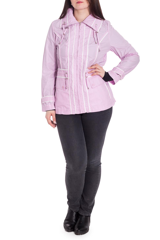 ВетровкаВерхняя одежда<br>Удобная куртка с застежкой на молнию. Модель выполнена из плотного материала. Отличный выбор для повседневного гардероба.Ветровка с подкладом из 100% полиэстера.Ростовка изделия 164 см.В изделии использованы цвета: розово-сиреневый, белыйРост девушки-фотомодели 180 см.<br><br>Воротник: Стояче-отложной<br>Застежка: С молнией<br>Рукав: Длинный рукав<br>Длина: До колена<br>Материал: Плащевая ткань<br>Рисунок: Однотонные<br>Сезон: Весна,Осень<br>Силуэт: Полуприталенные<br>Стиль: Повседневный стиль<br>Элементы: С декором,С капюшоном,С карманами<br>Размер : 46,50,52,54,56<br>Материал: Плащевая ткань<br>Количество в наличии: 5