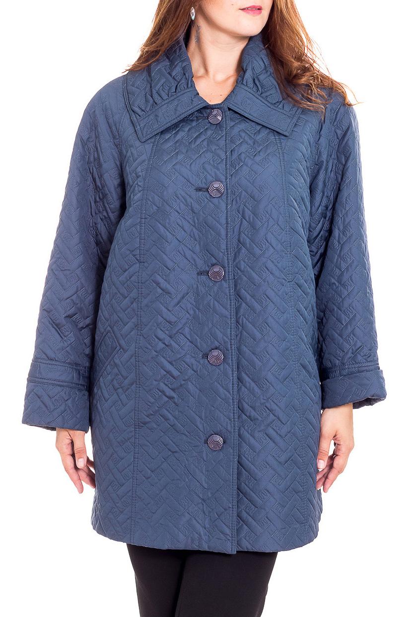 КурткаКуртки<br>Демисезонная куртка с отложным воротником, застежкой на пуговицы. Модель выполнена из плотной плащевой ткани. Отличный выбор для повседневного гардероба.  Цвет: темно-синий  Рост девушки-фотомодели 180 см.<br><br>Воротник: Отложной<br>Застежка: С пуговицами<br>По длине: Средней длины<br>По материалу: Тканевые<br>По образу: Город<br>По рисунку: Однотонные,Фактурный рисунок<br>По силуэту: Полуприталенные<br>По стилю: Повседневный стиль<br>По элементам: С карманами<br>Рукав: Длинный рукав<br>По сезону: Осень,Весна<br>Размер : 66,68,70<br>Материал: Плащевая ткань<br>Количество в наличии: 3