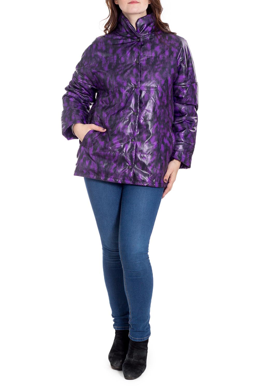 КурткаКуртки<br>Цветная куртка с воротником стойка. Модель выполнена из плотной болоньи с застежкой на кнопки. Отличный выбор для повседневного гардероба.  В изделии использованы цвета: фиолетовый, черный  Рост девушки-фотомодели 180 см.<br><br>Воротник: Стойка<br>Застежка: С кнопками<br>По длине: Средней длины<br>По образу: Город<br>По рисунку: С принтом,Цветные<br>По силуэту: Прямые<br>По стилю: Кэжуал,Молодежный стиль,Повседневный стиль<br>По элементам: С карманами<br>Рукав: Длинный рукав<br>По сезону: Осень,Весна<br>Размер : 50-52<br>Материал: Болонья<br>Количество в наличии: 2