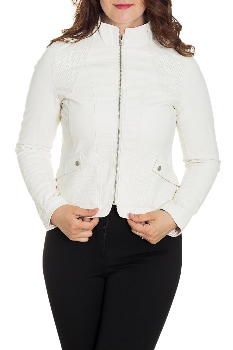 КурткаКуртки<br>Универсальная куртка с застежкой на молнию. Модель выполнена из мягкой искусственной кожи. Отличный выбор для повседневного гардероба.  Цвет: белый  Рост девушки-фотомодели 180 см<br><br>Воротник: Стойка<br>Застежка: С молнией<br>По рисунку: Однотонные<br>По силуэту: Полуприталенные<br>По стилю: Повседневный стиль<br>По форме: Кожаная куртка<br>По элементам: С карманами<br>Рукав: Длинный рукав<br>По сезону: Осень,Весна<br>По длине: Короткие<br>По материалу: Искусственная кожа<br>Размер : 50,54<br>Материал: Искусственная кожа<br>Количество в наличии: 2
