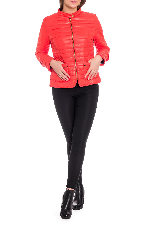 КурткаКуртки<br>Однотонная куртка с застежкой на молнию и отстегивающимися рукавами. Модель выполнена из плотной болоньи. Отличный выбор для повседневного гардероба. Куртка хорошо смотрится с объемными шарфами и снудами.  В изделии использованы цвета: коралловый  Рост девушки-фотомодели 173 см.<br><br>Горловина: С- горловина<br>Застежка: С молнией<br>По длине: Короткие<br>По материалу: Плащевая ткань<br>По рисунку: Однотонные<br>По силуэту: Полуприталенные<br>По стилю: Кэжуал,Молодежный стиль,Повседневный стиль<br>По элементам: С карманами<br>Рукав: Длинный рукав,Рукав три четверти<br>По сезону: Осень,Весна<br>Размер : 48,50,56<br>Материал: Болонья<br>Количество в наличии: 3