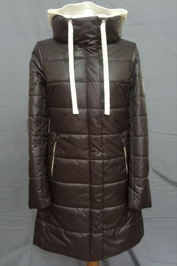 КурткаКуртки<br>Теплая женская куртка quot;танкерquot; с воротником quot;стойкаquot;. Длинные рукава. Цвет: темный шоколад.<br><br>Воротник: Стойка<br>По длине: Удлиненные<br>По материалу: Плащевая ткань<br>По рисунку: Однотонные<br>По стилю: Кэжуал,Повседневный стиль<br>По форме: Пуховик<br>По элементам: С воротником,С декором,С капюшоном,С карманами,С подкладом<br>Рукав: Длинный рукав<br>По сезону: Весна,Осень<br>По силуэту: Полуприталенные<br>Застежка: С молнией<br>Размер : 42,44,50<br>Материал: Болонья<br>Количество в наличии: 3