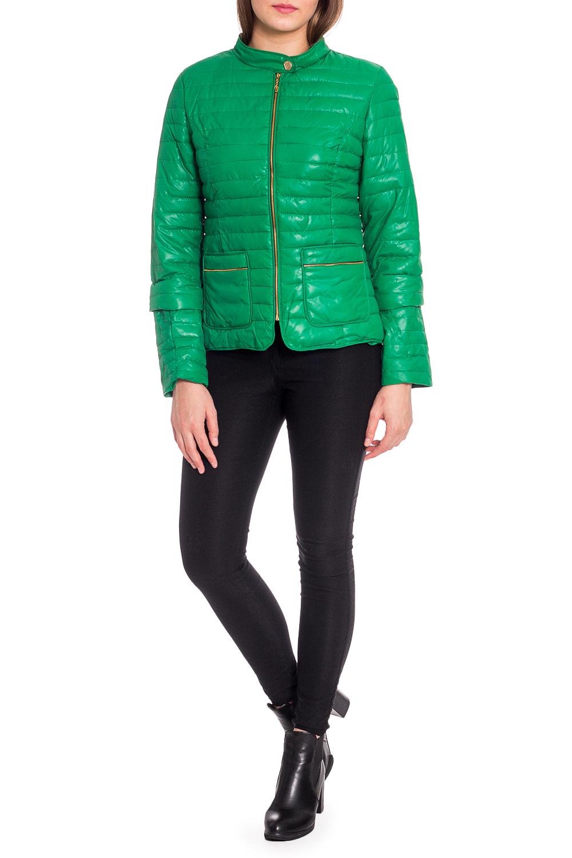 КурткаКуртки<br>Однотонная куртка с застежкой на молнию и отстегивающимися рукавами. Модель выполнена из плотной болоньи. Отличный выбор для повседневного гардероба. Куртка хорошо смотрится с объемными шарфами и снудами.  В изделии использованы цвета: зеленый  Рост девушки-фотомодели 173 см.<br><br>Горловина: С- горловина<br>Застежка: С молнией<br>По длине: Короткие<br>По материалу: Плащевая ткань<br>По рисунку: Однотонные<br>По силуэту: Полуприталенные<br>По стилю: Кэжуал,Молодежный стиль,Повседневный стиль<br>По элементам: С карманами<br>Рукав: Длинный рукав,Рукав три четверти<br>По сезону: Осень,Весна<br>Размер : 50,52<br>Материал: Болонья<br>Количество в наличии: 2