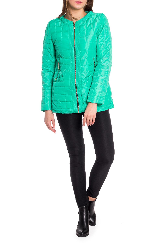 КурткаКуртки<br>Однотонная куртка с застежкой на молнию и длинными рукавами. Модель выполнена из плотной болоньи. Отличный выбор для повседневного гардероба. Куртка хорошо смотрится с объемными шарфами и снудами.  В изделии использованы цвета: бирюзовый  Рост девушки-фотомодели 173 см.<br><br>Горловина: С- горловина<br>Застежка: С молнией<br>По длине: Средней длины<br>По материалу: Плащевая ткань<br>По рисунку: Однотонные<br>По силуэту: Полуприталенные<br>По стилю: Кэжуал,Молодежный стиль,Повседневный стиль<br>По элементам: С карманами<br>Рукав: Длинный рукав<br>По сезону: Осень,Весна<br>Размер : 48,50,52,54<br>Материал: Болонья<br>Количество в наличии: 4
