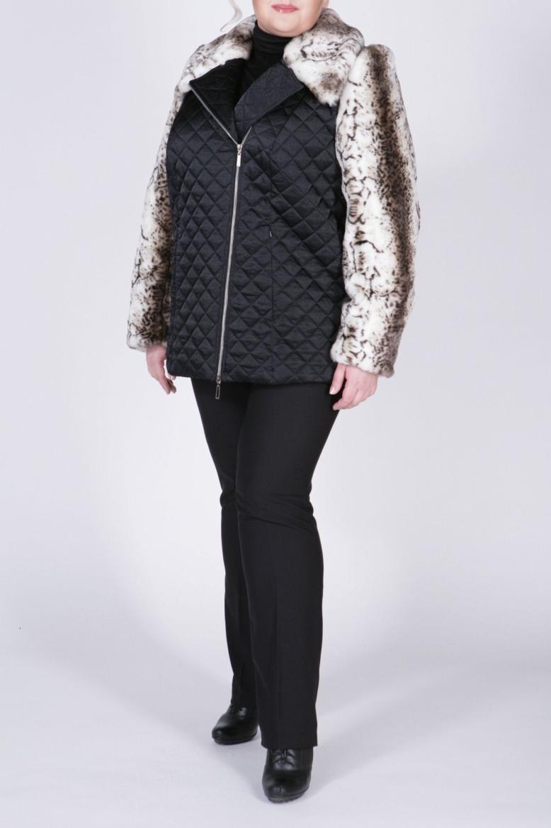 КурткаКуртки<br>Интересная женская куртка с застежкой на молнию и длинными рукавами. Модель выполнена из стеганного материала с рукавами из искусственного меха. Отличный выбор для демисезонного периода.  В изделии использованы цвета: черный, белый, коричневый и др.  Рост девушки-фотомодели 172 см<br><br>Воротник: Отложной<br>Застежка: С молнией<br>По длине: Средней длины<br>По материалу: Мех<br>По рисунку: Цветные<br>По силуэту: Полуприталенные<br>По стилю: Молодежный стиль,Повседневный стиль<br>По элементам: Отделка строчкой<br>Рукав: Длинный рукав<br>По сезону: Осень,Весна<br>Размер : 56,58<br>Материал: Болонья<br>Количество в наличии: 2