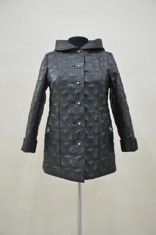 КурткаКуртки<br>Универсальная куртка с застежкой на пуговицы и длинными рукавами. Модель выполнена из стеганного материала. Отличный выбор для демисезонного периода.  Цвет: черный  Ростовка изделия 170 см.<br><br>Застежка: С пуговицами<br>По длине: Средней длины<br>По материалу: Плащевая ткань<br>По рисунку: Однотонные,Фактурный рисунок<br>По силуэту: Прямые<br>По стилю: Повседневный стиль<br>По элементам: С капюшоном,С карманами,С манжетами<br>Рукав: Длинный рукав<br>По сезону: Осень,Весна<br>Размер : 54,56,58,60,62,68,70,72,74,78,80<br>Материал: Плащевая ткань<br>Количество в наличии: 11