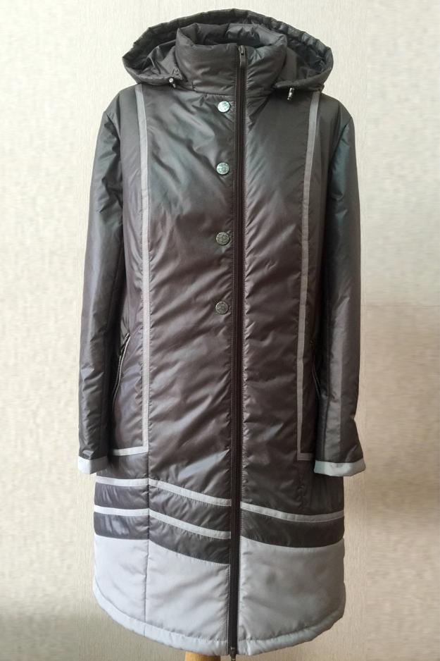 КурткаКуртки<br>Осенняя курточка со стоячим воротником, застежкой молнией и капюшоном. Модель выполнена из плотной болоньи. Отличный выбор для повседневного гардероба.  Цвет: серый  Температурный режим: до -10 градусов.<br><br>Воротник: Стойка<br>Застежка: С молнией<br>По длине: Удлиненные<br>По материалу: Плащевая ткань<br>По образу: Город<br>По рисунку: Цветные<br>По сезону: Весна,Осень<br>По силуэту: Полуприталенные<br>По стилю: Повседневный стиль<br>По форме: Куртка-парка<br>По элементам: С воротником,С капюшоном,С карманами,С подкладом<br>Рукав: Длинный рукав<br>Размер : 48,50,54<br>Материал: Болонья<br>Количество в наличии: 3