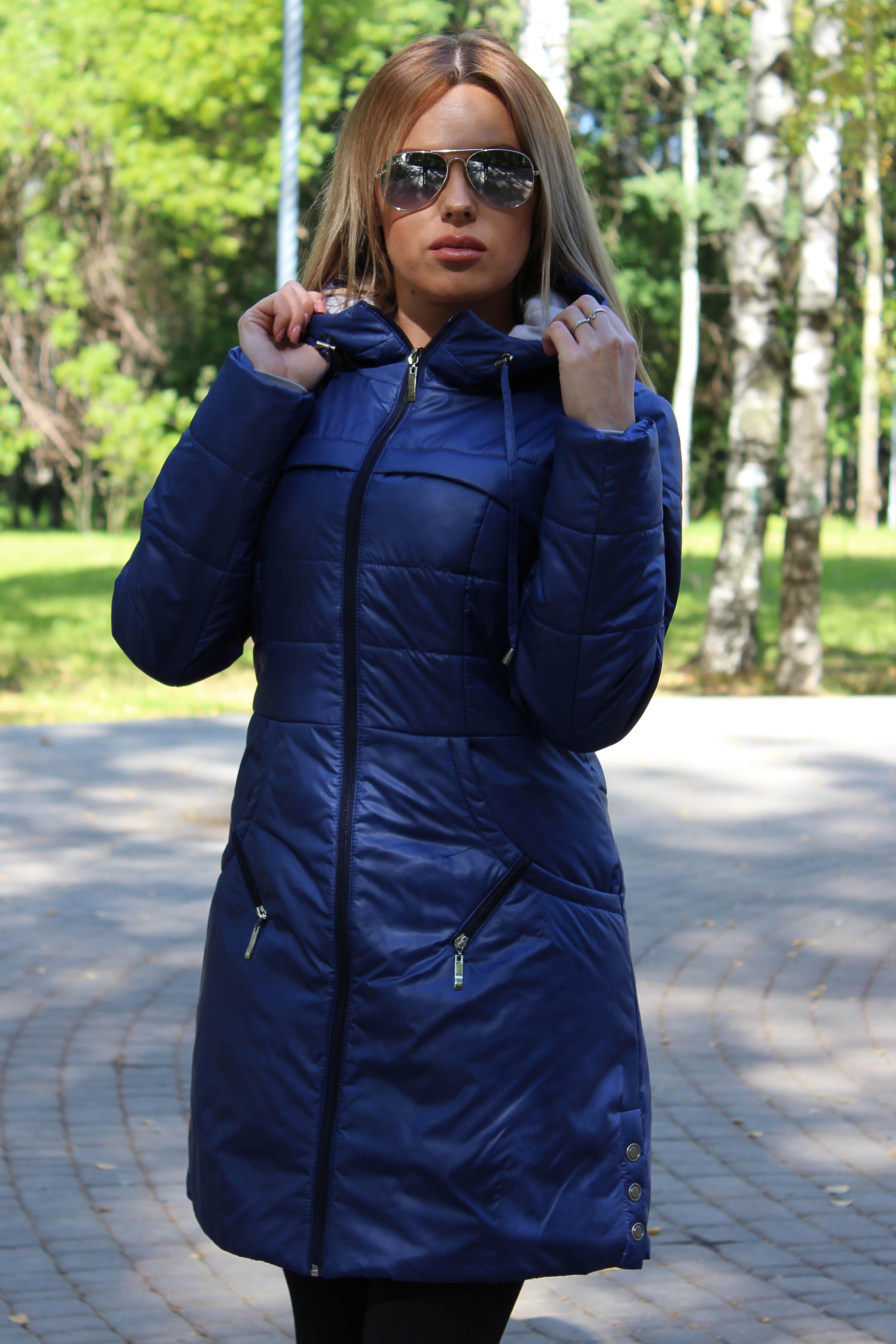 КурткаКуртки<br>Осенняя курточка со стоячим воротником, застежкой молнией и капюшоном. Модель выполнена из плотной болоньи. Отличный выбор для повседневного гардероба.  Цвет: синий  Температурный режим: до -10 градусов.<br><br>Воротник: Стойка<br>Застежка: С молнией<br>По длине: Удлиненные<br>По материалу: Плащевая ткань<br>По образу: Город<br>По рисунку: Однотонные<br>По сезону: Весна,Осень<br>По силуэту: Полуприталенные<br>По стилю: Повседневный стиль<br>По форме: Куртка-парка<br>По элементам: С воротником,С капюшоном,С карманами,С подкладом<br>Рукав: Длинный рукав<br>Размер : 42<br>Материал: Болонья<br>Количество в наличии: 1