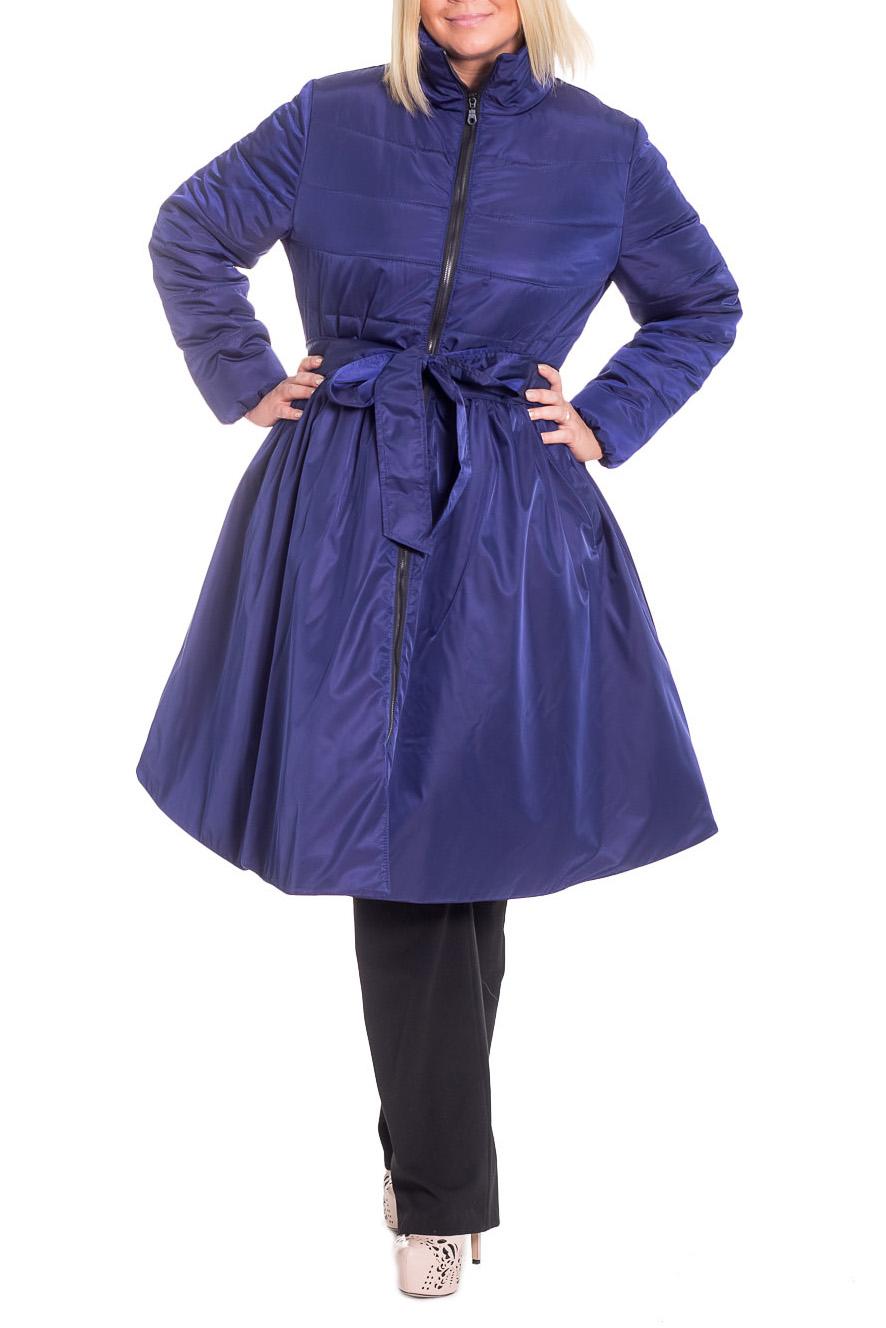 КурткаКуртки<br>Чудесный, женственный танкер демисезонный, отрезной по линии талии. На передней части изделия карманы с листочкой и потайной кнопкой и центральная застежка на молнию. На лифе спинки средний шов. Воротник стойка. Рукав втачной, длинный.  Цвет: синий.  Синтепон - лёгкий, объёмный, упругий нетканый материал, служащий утеплителем. Преимущества синтепона заключаются в лёгкости, хороших теплозащитных свойствах и малом весе, а также в безвредности для человека.  Плотность 150 г/кв.м - теплый синтепон в 1,5 см толщиной. Состав верхней ткани 100% полиэстер Состав подкладочной ткани 100% полиэстер Состав утеплителя 100% полиэфирное волокно.  Температурный режим до - 5°C  Длина рукава - 61 ± 1 см  Рост девушки-фотомодели 170 см  Длина изделия: 44 размер - 102 ± 2 см 46 размер - 102 ± 2 см 48 размер - 102 ± 2 см 50 размер - 102 ± 2 см 52 размер - 107 ± 2 см 54 размер - 107 ± 2 см 56 размер - 107 ± 2 см<br><br>Воротник: Стойка<br>Застежка: С молнией<br>По длине: Удлиненные<br>По материалу: Плащевая ткань,Синтепон<br>По рисунку: Однотонные<br>По силуэту: Полуприталенные<br>По стилю: Повседневный стиль,Ультрамодный стиль<br>По элементам: Отделка строчкой,С воротником,С декором,С карманами,С подкладом,Со складками<br>Рукав: Длинный рукав<br>По сезону: Осень,Весна<br>Размер : 46,50<br>Материал: Плащевая ткань<br>Количество в наличии: 3