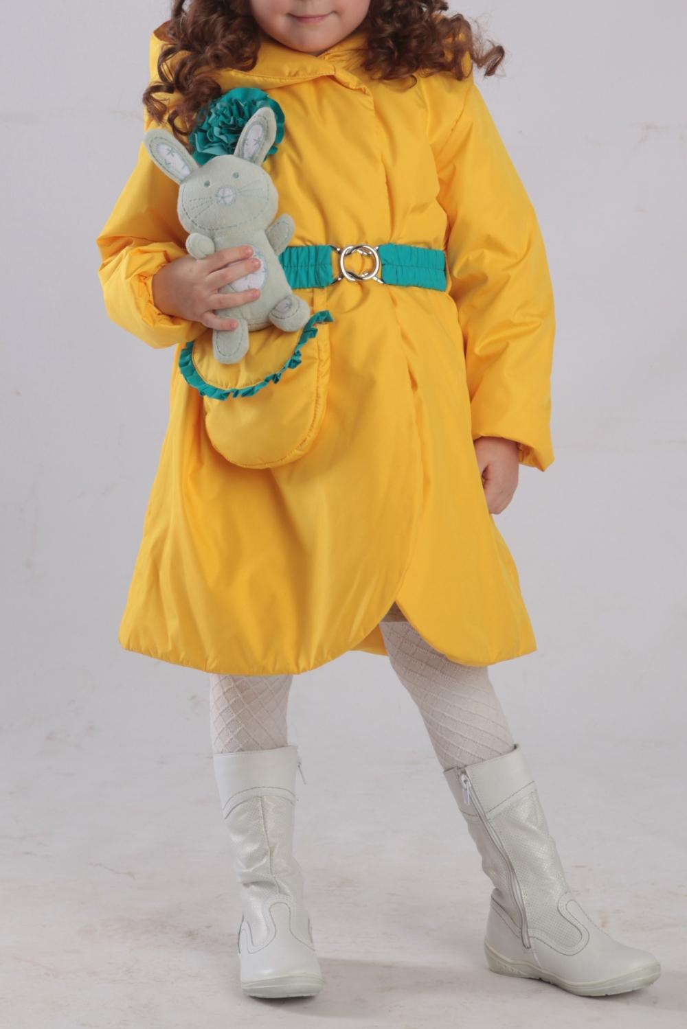 ПальтоВерхняя одежда<br>Пальто утеплённое для девочки с капюшоном и со съёмным эластичным ремнём. Карман — сумочка. Украшение цветок из отделочной ткани.  Верхняя ткань - полиэстер 100%  Подкладка - флис + капрон Утеплитель - синтепон  В изделии использованы цвета: желтый, зеленый  Размер 74 соответствует росту 70-73 см Размер 80 соответствует росту 74-80 см Размер 86 соответствует росту 81-86 см Размер 92 соответствует росту 87-92 см Размер 98 соответствует росту 93-98 см Размер 104 соответствует росту 98-104 см Размер 110 соответствует росту 105-110 см Размер 116 соответствует росту 111-116 см Размер 122 соответствует росту 117-122 см Размер 128 соответствует росту 123-128 см Размер 134 соответствует росту 129-134 см Размер 140 соответствует росту 135-140 см<br><br>По возрасту: Ясельные ( от 1 до 3 лет),Дошкольные ( от 3 до 7 лет),Школьные ( от 7 до 13 лет)<br>По длине: Миди<br>По материалу: Синтепон,Тканевые,Флис<br>По образу: Повседневные<br>По рисунку: Однотонные<br>По стилю: Теплые<br>По элементам: С декором,С карманами,С утеплителем<br>Рукав: Длинный рукав<br>По сезону: Осень,Весна<br>Размер : 104,110,116,122,128<br>Материал: Болонья<br>Количество в наличии: 5