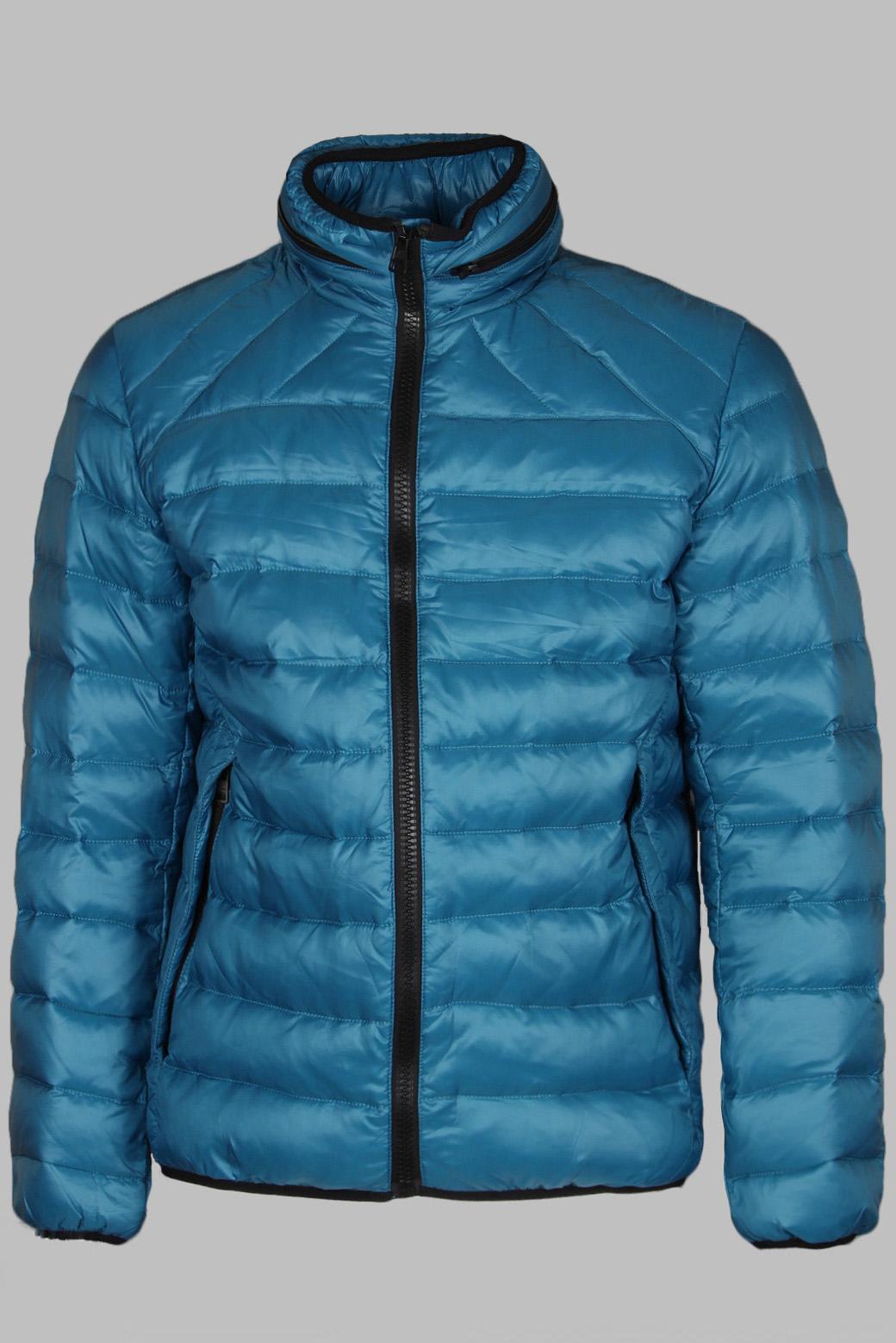 КурткаКуртки<br>Мужская стеганная куртка с длинными рукавами, застежкой на молнию и карманами. Капюшон в воротнике под молнией. Отличный выбор для повседневного гардероба.  Наполнитель 80% пух, 20% перо.  Цвет: синий<br><br>По сезону: Осень,Весна<br>Размер : 46,48,50<br>Материал: Болонья<br>Количество в наличии: 5